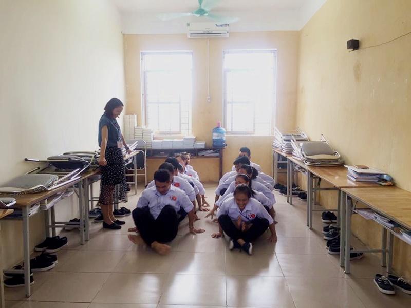 Té cười với lớp học tiếng Nhật tại TTC Việt Nam