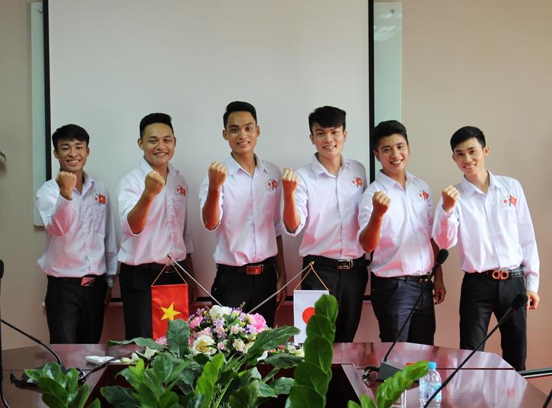 Thực tập sinh Âu Việt đồng thanh bài hát tiếng Nhật chào đón nghiệp đoàn Nhật Bản